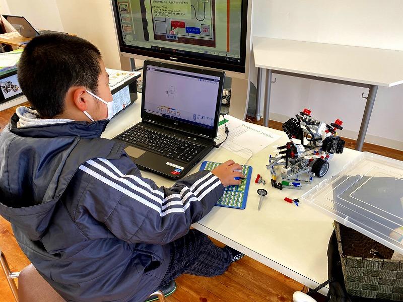 ロボット競技会準備3回目。プログラミングの様子