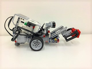 アーム付きのロボット